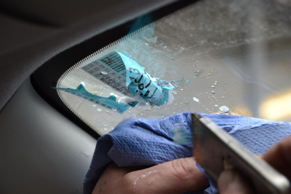 strgana vinjeta na vetrobranskem steklu