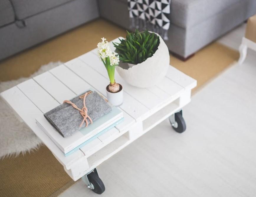 miza v dnevni sobi