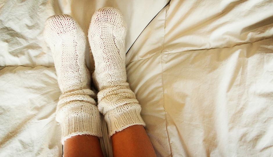 spanje z nogavicami