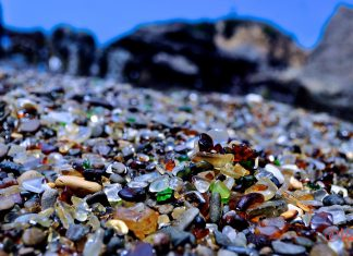 steklo na plaži