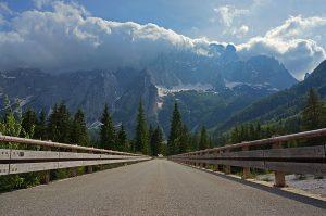 Dolina Zajezera, v ozadju ostenje Montaževe skupine